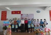 Thăm CĐCS Trung tâm Y tế nhân Ngày Thầy thuốc Việt Nam và Quốc tế Phụ nữ