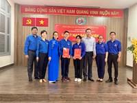 Chi bộ trường THPT Nguyễn Thị Minh khai kết nạp đảng viên